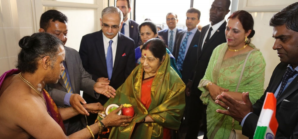 External Affairs Minister Smt. Sushma Swaraj receiving traditional welcome in the Embassy on 19 June.