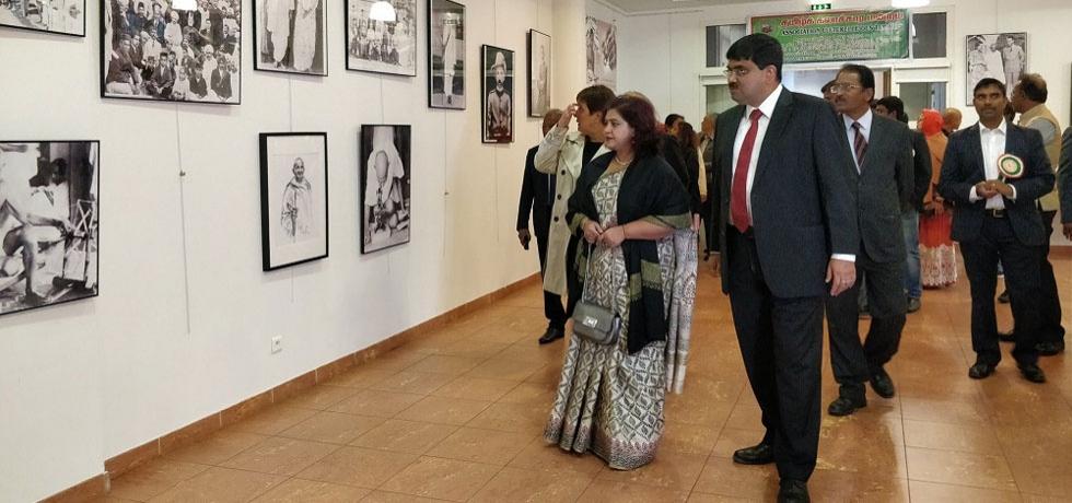Deputy Chief of Mission, Mr. Ankan Banerjee inaugurated Exhibition on Gandhiji at Vaureal