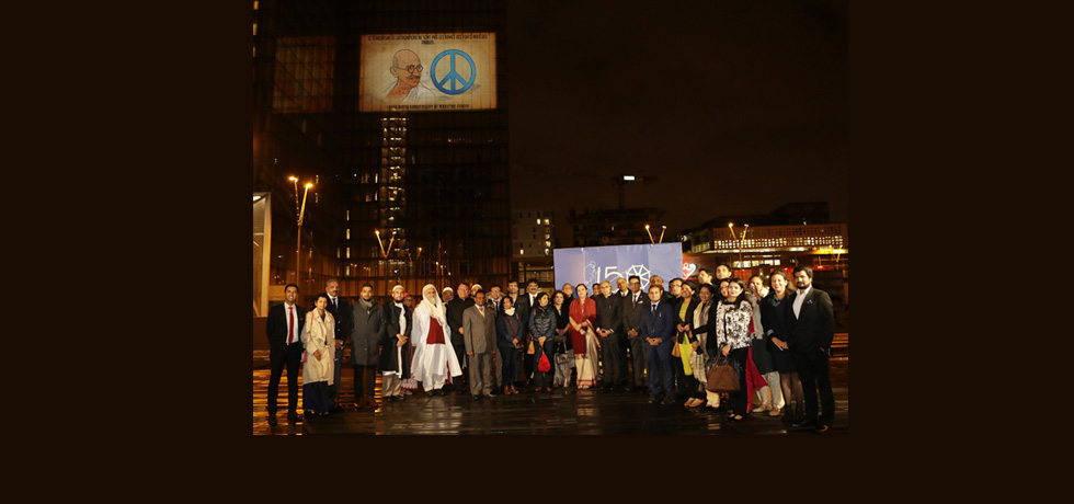 Ambassador of India to France, Mr. Vinay Mohan Kwatra, launched the projection of the LED video on the life and works of Gandhi on one of the façades of the iconic Bibliothèque Nationale de France(BNF) along with the Director General, BNF