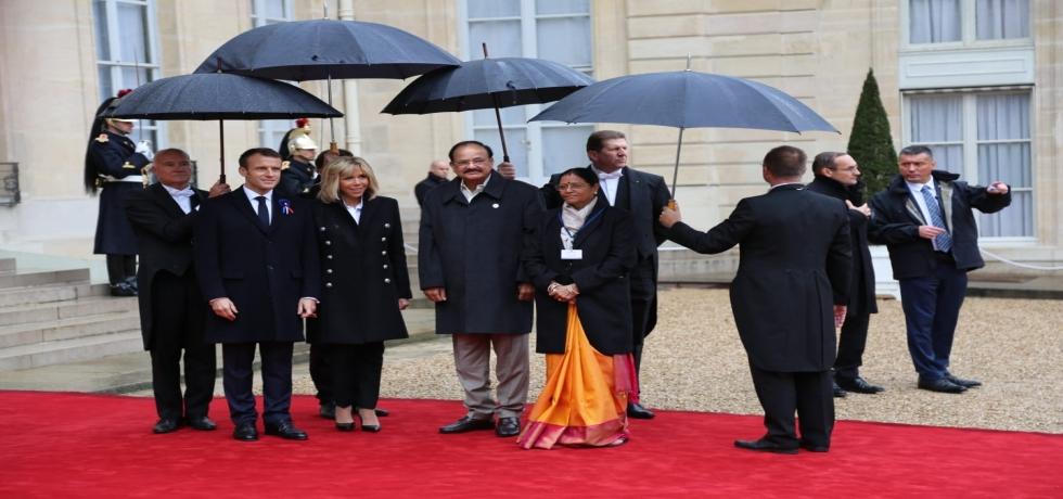 Arrival of Hon'ble Vice President, Shri M. Venkaiah Naidu and Smt M. Usha Naidu at Elysee Palace