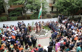 The Embassy of India in Paris celebrated the 73rd Independence Day. Ambassador of India to France, Shri. Vinay Mohan Kwatra hoisted the national flag and addressed a gathering of over 500 Indian community members and friends of India. The President's address to the nation was read out by Ms. Mani Agarwal, Third Secretary – Embassy of India, Paris. The event culminated with rendition of patriotic songs.