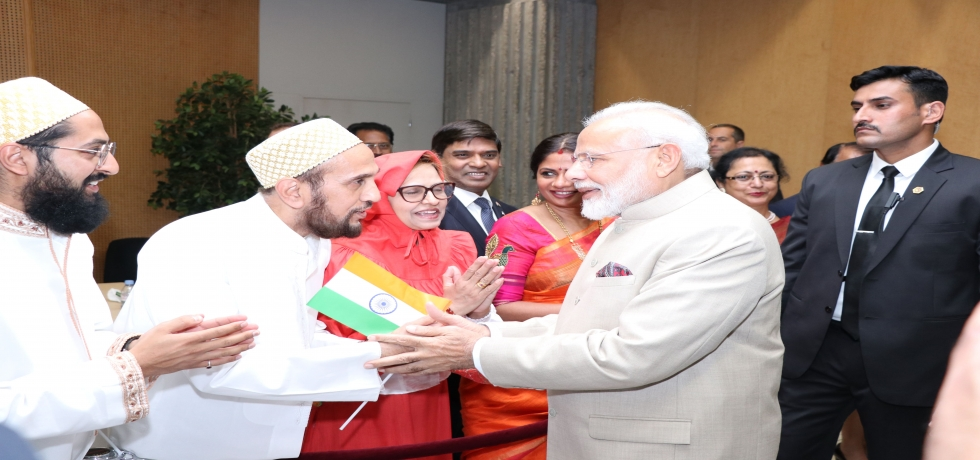 Honorable Prime Minister Shri Narendra Modi warmly welcomed by the Indian community at Paris